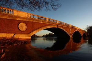 The footbridge in Cambridge over the river Charles - higher than one thinks...